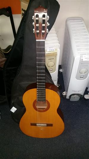 Yamaha C-40 Acoustic Guitar