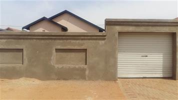 HOUSE IN PROTEA GLENGLEN WITH 2 BEDROOMS FOR SALE