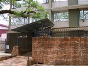 Pretoria North Flat to Let. Modern,2 bedrooms, 1bathrooms with build-in cupboards, spacious open plan lounge/kitchen area