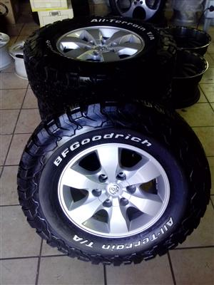 Toyota hilux 17 inch with 265/65/17 BF Goodrich used tyress R10500 set.