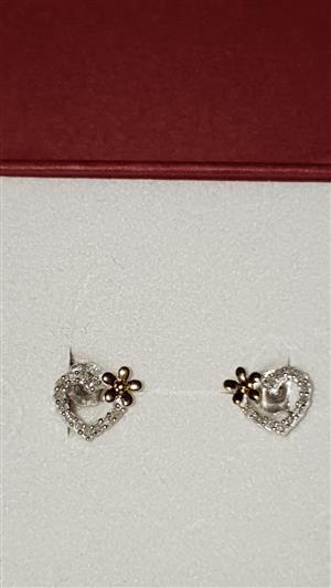 0.20 ct Diamond Earings