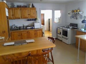 Huis te koop!  Dringend! R950000-00