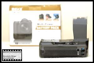 BG-E8 Battery Grip for Canon