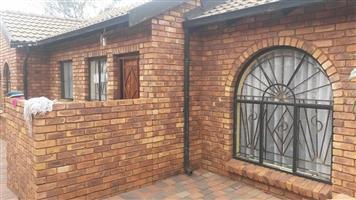 Rooms available in a commune in Pretoria West, Philip Nel Park