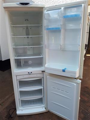 LG Fridge Freezer 299 L Perfect working condition  No damages