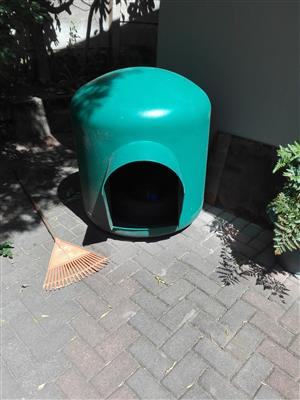Igloo dog kennel - large