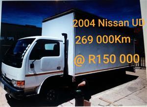 2004 Nissan UD 40L truck
