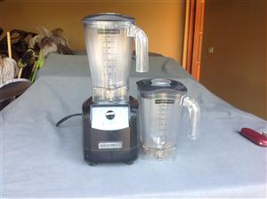Hamilton Blender with 2 jugs