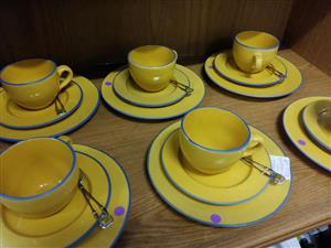 18 Piece yellow plate and saucer set