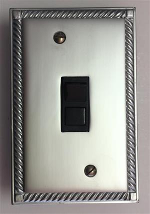 GEORGIAN SATIN CHROME  – 1 LEVER R 220
