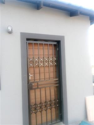 Bachelor room to rent is available immediately in Mamelodi Bufferzone next to Mamelodi Hospital at the price of R4500 water and electricity included. A deposit of R4500 is also required.
