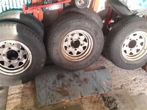Land rover defender 15 inch rims and Dunlop tyres going as a set
