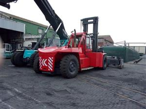 42ton Kalmar, ' stacks 3 high