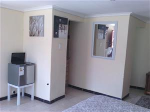 Melville garden cottage to rent ideal for student or working single proffessional for R4000