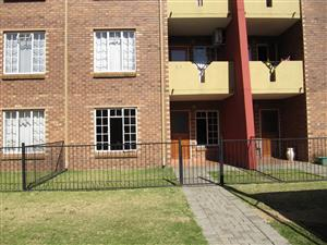 2 Bedroom Ground Floor Townhouse Pebble Falls Complex, Comet,Boksburg. Avail:Immediately or 1 August 2018!!!