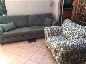 LOUNGE SUITE. 2 x COUCHES GRAFTON EVEREST. 4DIV & 1.5DIV HUNTER & WHITE PATTERN