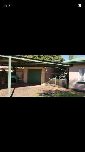 Drie slaapkamer huis te Verwoerdpark Kimberley