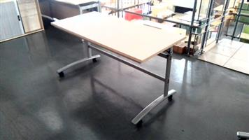 Maple mobile desk with fold able frame