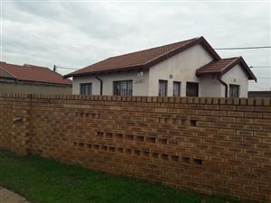 HOUSE FOR SALE VOSLOORUS EXT 30 MFUNDO PARK INKUKWANE STR R450 000