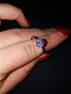 9ct white gold tanzanite ring