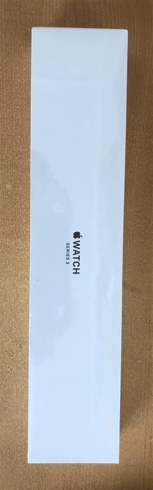 Brand new Apple Watch Series 3 42mm case Space Gray Aluminium Sport Band Black Sealed in box