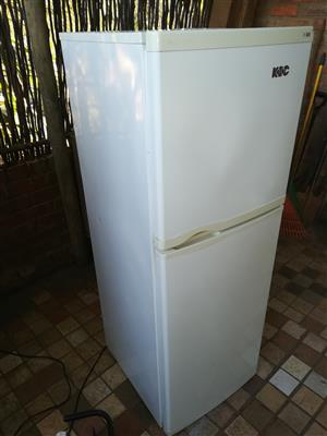 White KIC 220 liter double door fridge freezer in very good condition and working 100 percent for sale - R1595 cash if you collect.  I CAN DELIVER for R200 in Pretoria area.  WhatsApp sms or call Pierre on 0825784861.