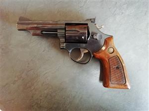 """Taurus 357 Magnum 4"""""""