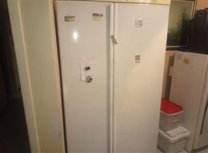 Dubbel door fridge for sale