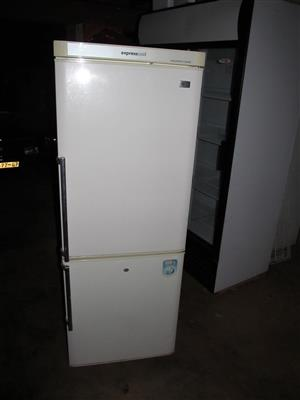 Indesit double door fridge/freezer 560L