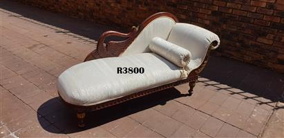 Classique Carved Luxury Chaise Longue (1900x710x400)