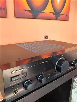 Pioneer stereo amplifier