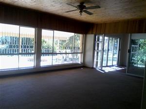 LOVELY FAMILY 3 BEDROOM HOUSE TO RENT ON PLOT - MNANDI AREA - CENTURION