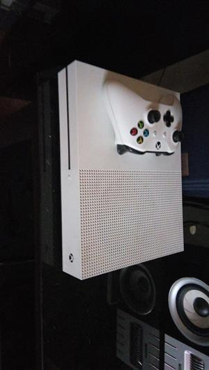 Xbox one s 1 Tb hard drive with no games