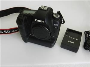 Canon 5D MKII Body with battery Grip and 2 x Batteries Shuttercount 26400