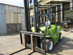 Clark 5 Ton Forklift - ON AUCTION