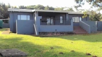3 Bedroom House with 1 Bedroom Flatlet for sale in Port Edward