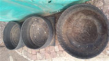 Tire feeding buckets