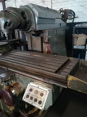 Universal Milling Machine for sale
