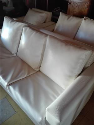 Pure white 4 piece lounge suit