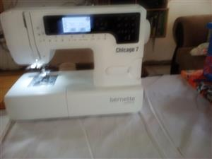 sewing and embroidery machine Chicago 7 Bernette Bernina