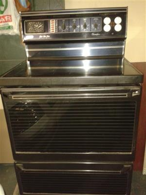 Defy Thermofan 4 plate glass top stove and oven