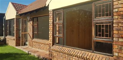 High Security Complex - Ultra spacious 3 Bedroom Townhouse for Rent in Langenhovenpark Bloemfontein