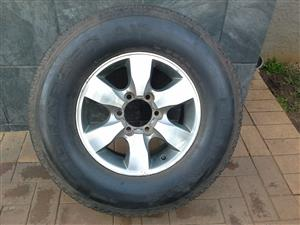 Toyota Fortuner 1x rim and tyre