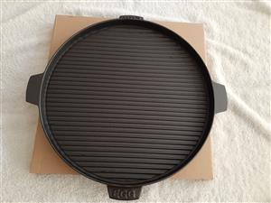Plancha, griddle or skillet 38 cm cast iron pan for searing, baking eggs, Roast.