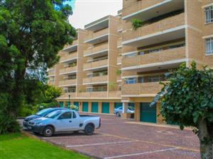 3 Bedroom Apartment in Gresswold/Waverley. Access to all Sandton Suburbs including Melrose and Savoy Estates areas.