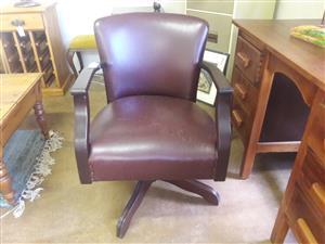 Vintage tilt and swivel office chair