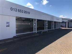 MOTOR SHOWROOM / RETAIL UNIT TO LET IN HENNOPS PARK, CENTURION, WITH MAIN ROAD VISSIBILITY!