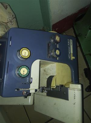 overlocker machine as it is for parts or for fixing with foot pedal