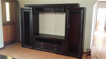London Wall Unit (goes for R12999 new) R5,000
