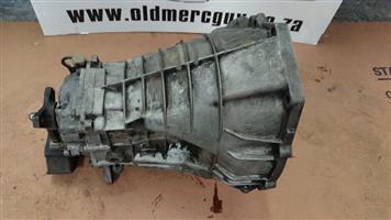 Mercedes-Benz M102 gear box 190e manual